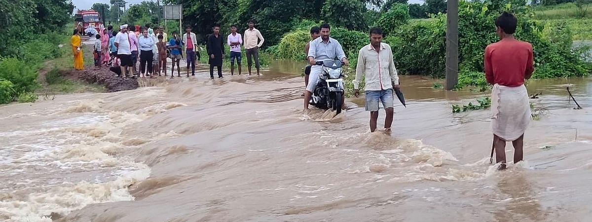 बारिश के कारण गांवों का टूट रहा संपर्क