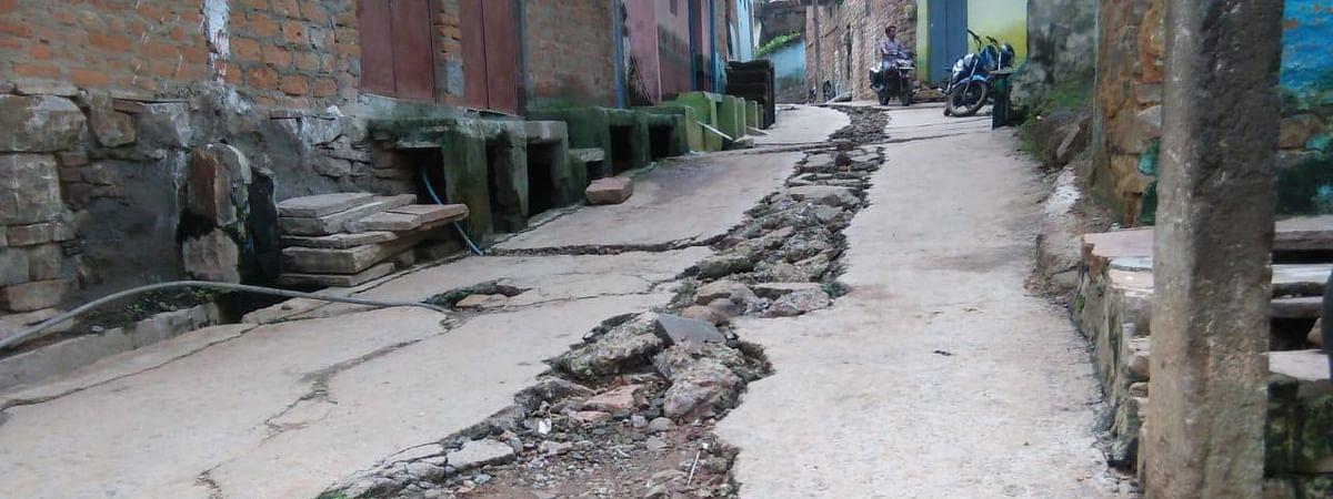 नल जल योजना के नाम पर टूटी सीसी सड़कें