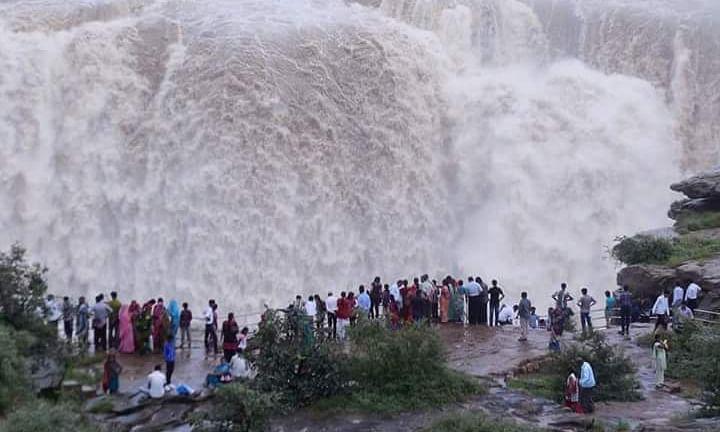 जबलपुर: संगमरमर से घिरे इस वॉटरफॉल की खूबसूरती है अनोखी