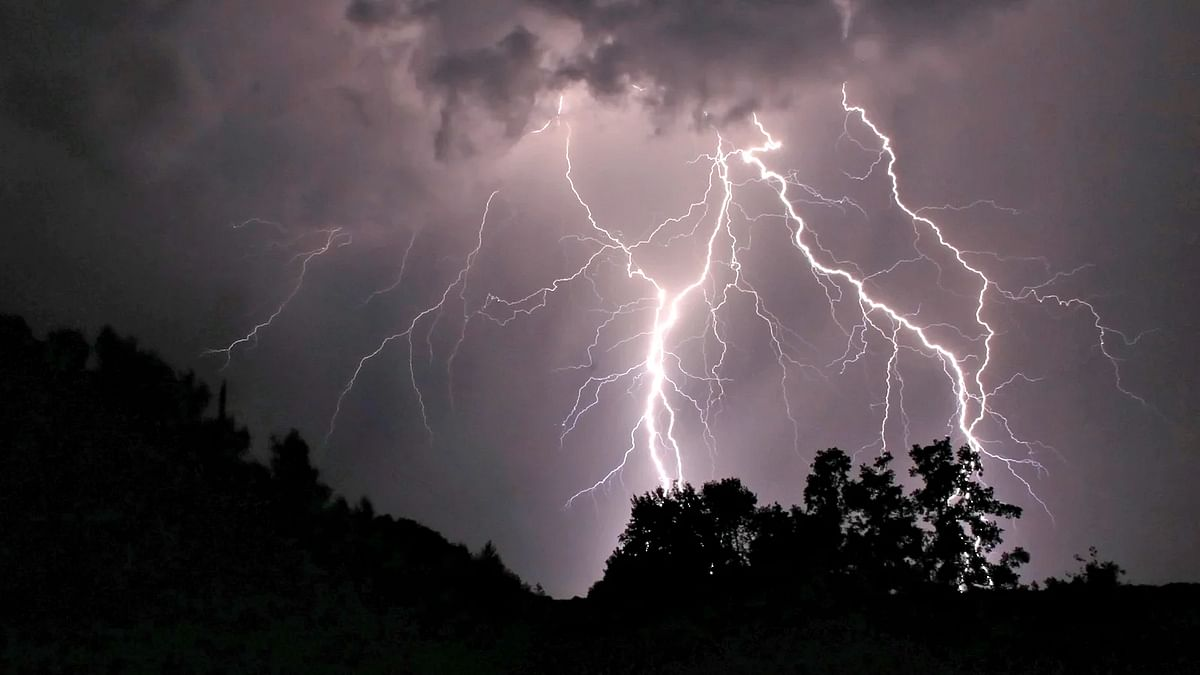 MP में कहर बनकर टूटी आकाशीय बिजली, पन्ना जिले में बिजली गिरने से कई की मौत