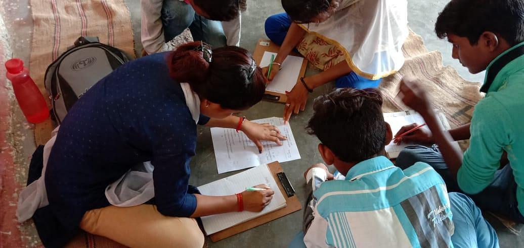 शिक्षक विहीन हाई स्कूल के बच्चों का भविष्य अंधकार में