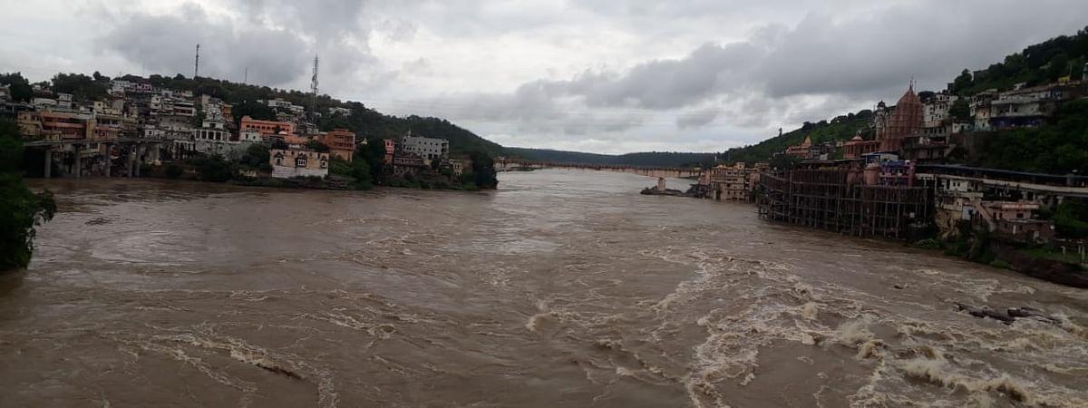 प्रदेश के 32 जिलों में औसत से अधिक बारिश हो चुकी है।