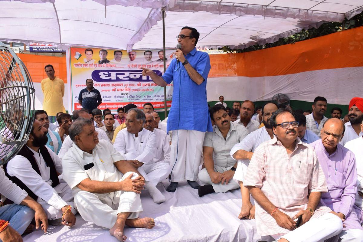 अजय माकन ने केंद्र और दिल्ली सरकार को घेरा