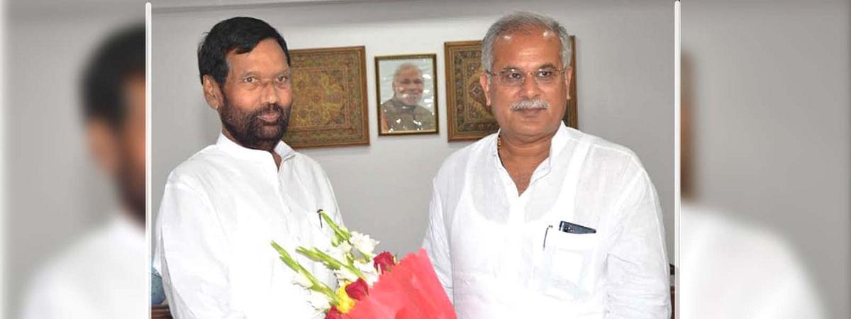 केन्द्रीय मंत्री रामविलास पासवान से मिले मुख्यमंत्री भूपेश बघेल