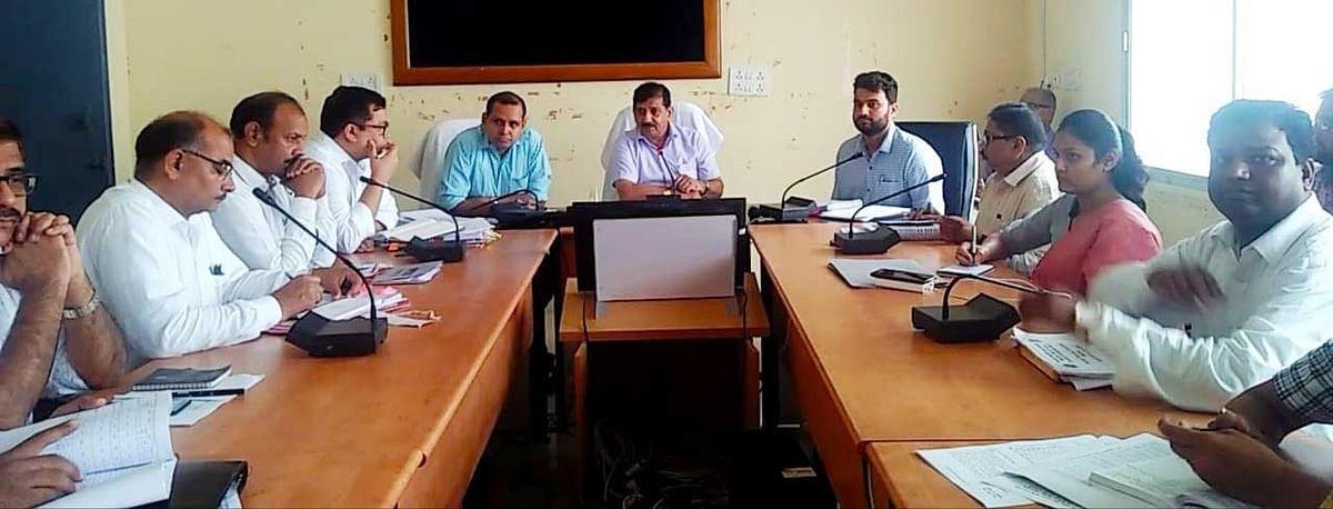 छतरपुर: कमिश्नर के निर्देश-खराब फसलों के लिए सर्वे टीम का करें गठन