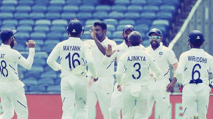 दक्षिण अफ्रीकी पारी 275 पर ढेर,मैच में क्रिकेट प्रेमी का रोहित को दंडवत प्रणाम
