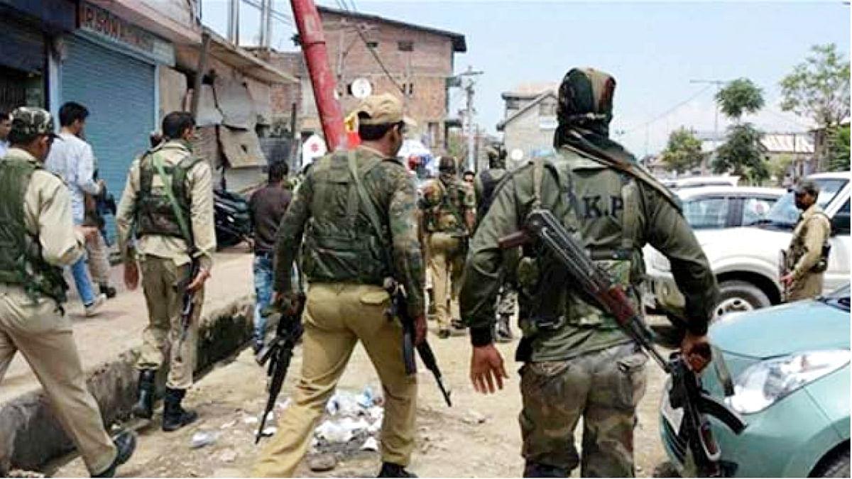 जम्मू-कश्मीर: डीसी ऑफिस के बाहर आतंकियों ने सुरक्षाबलों पर फेंका ग्रेनेड