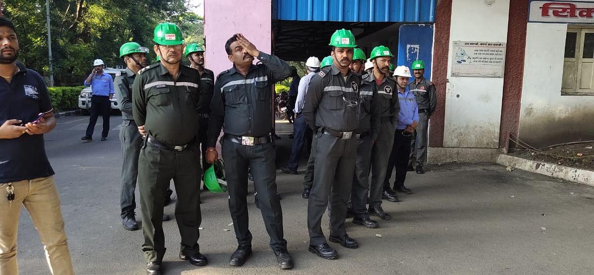 नागदाः हड़ताली कर्मचारियों का विरोध तीसरे दिन भी जारी