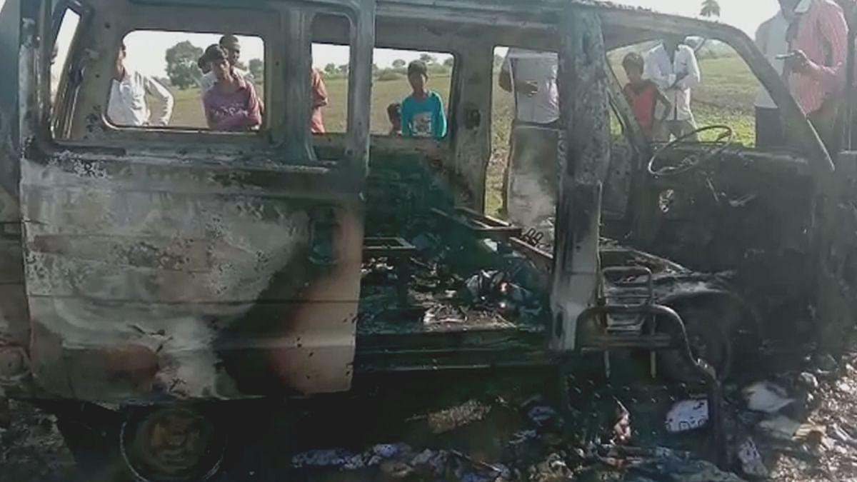 नागदाःमारुती वैन में लगी आग, टला बड़ा हादसा