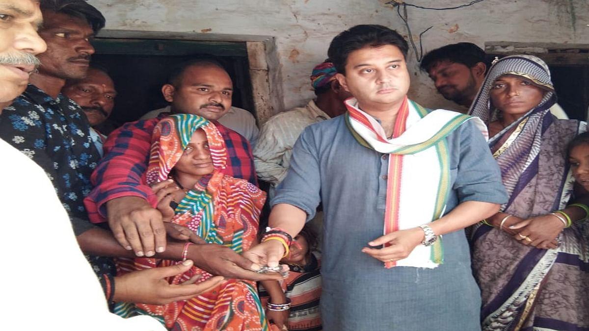 गुनाः सिंधिया ने पीड़ित परिवारों को कराया आवास मुहैया