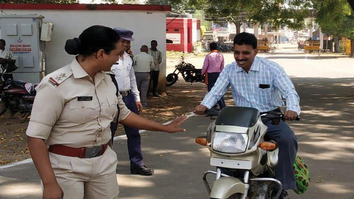 शहडोलः 'अपना-अपना करो सुधार' की तर्ज पर यातायात विभाग