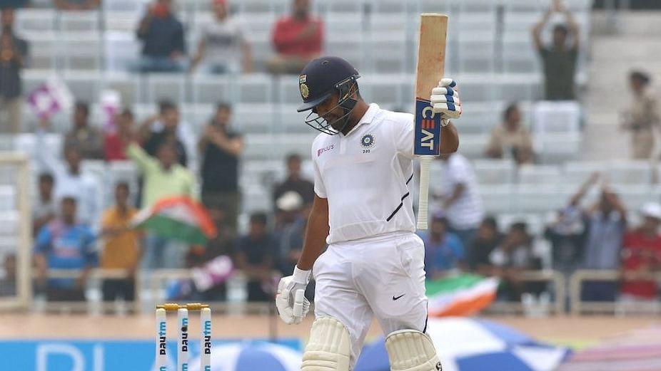 रोहित की रिकॉर्ड तोड़ पारी से संभला भारत, मैच पर पड़ा बारिश का ख़लल