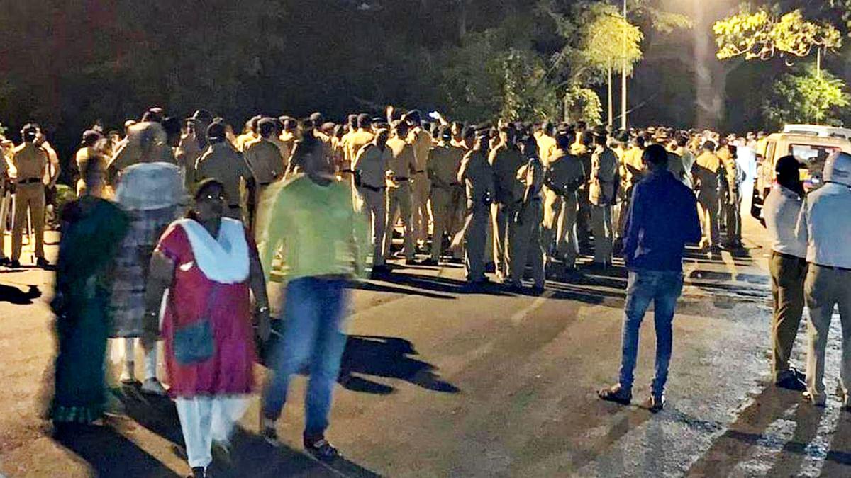मुंबई: पेड़ काटने पर मचा बवाल, लगी धारा 144