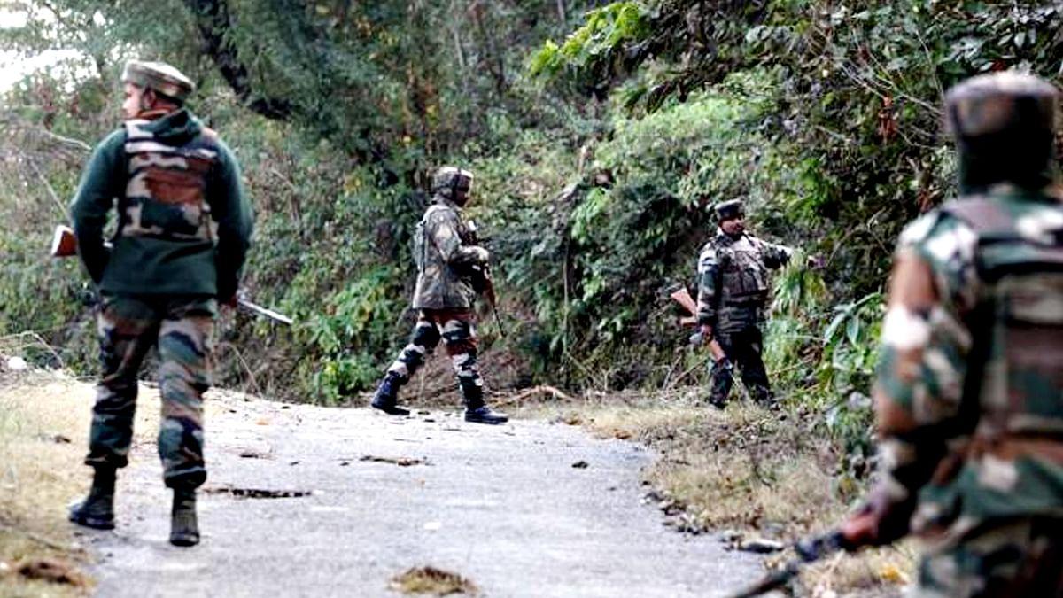 Pulwama Encounter: पुलवामा में 2 आतंकी समेत पाकिस्तानी लश्कर कमांडर मारा गया