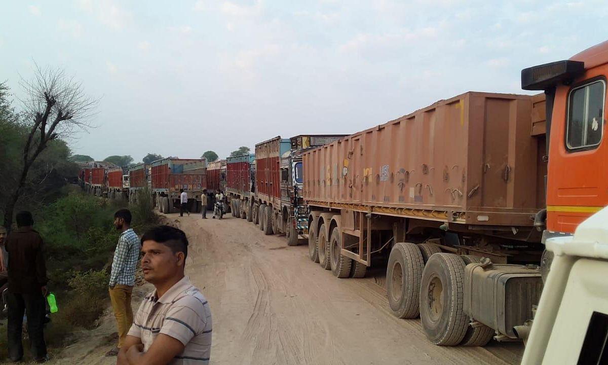 छतरपुर: ट्रकों के जाम में फंसने से बीमार की हुई मौत