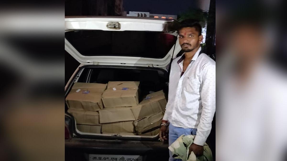 अवैध रूप से संग्रहित देशी शराब की पेटियों सहित आरोपी गिरफ्तार