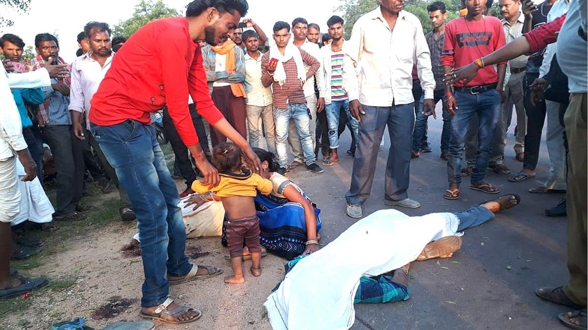 टीकमगढ़: खरगापुर विधायक की पजेरो गाड़ी और मोटरसाइकिल में जोरदार भिड़ंत
