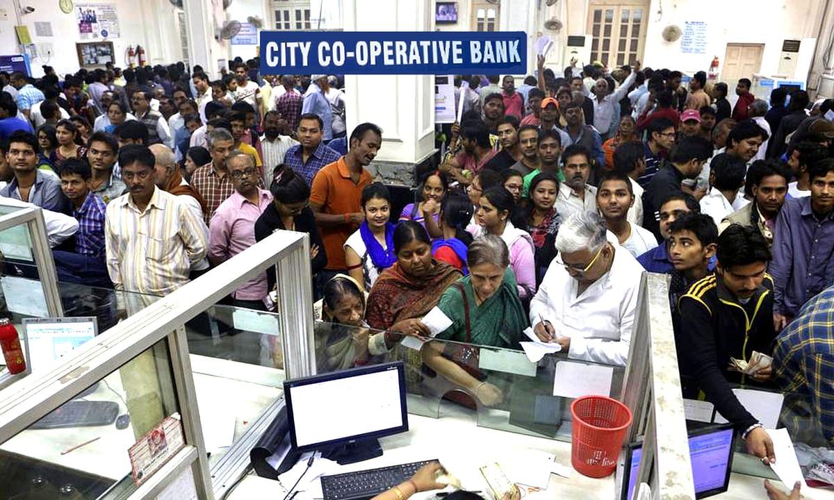 मुंबई: RBI द्वारा पाबंदी के बाद बैंक के ग्राहकों ने मचाया हंगामा