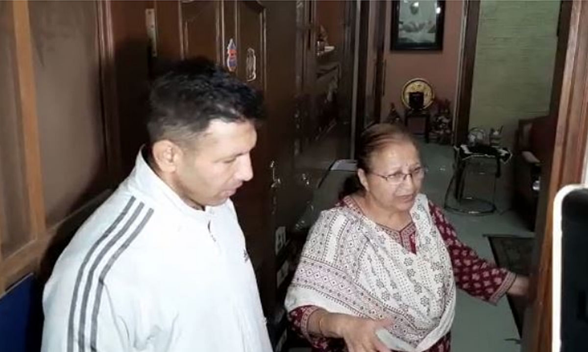 ताई से मिलने पहुंचे मंत्री जीतू पटवारी, बना चर्चा का विषय