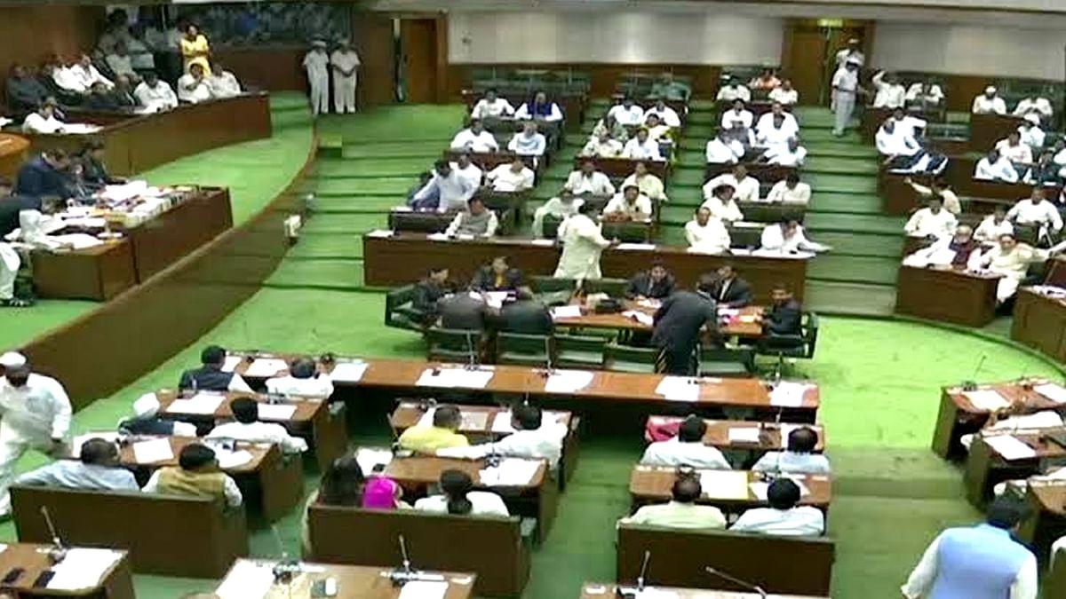 महाराष्ट्र में नए राजनीतिक युग की शुरुआत, शपथ ग्रहण का दौर शुरू