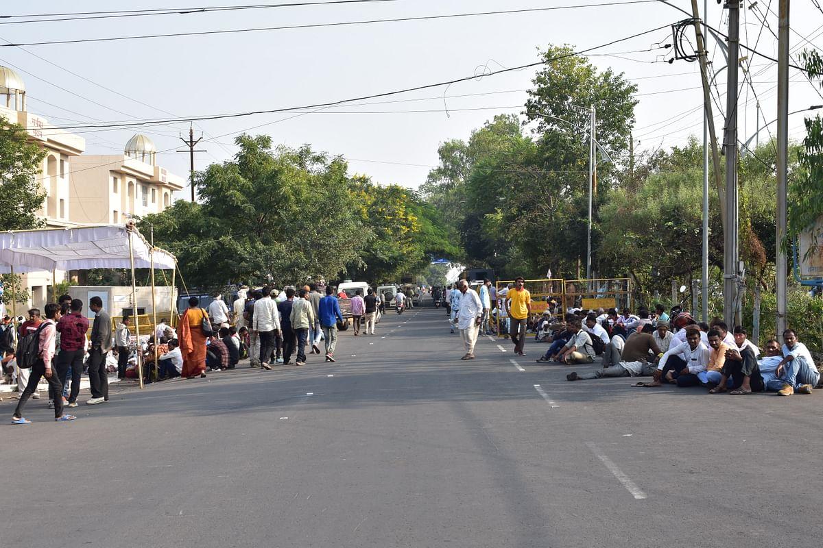 250 गाँव की जनता कर रही आंदोलन।