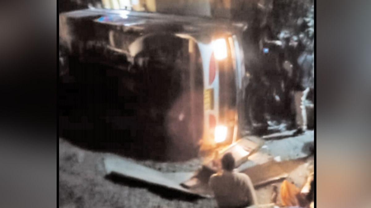 बिरसा मुंडा की जयंती मना कर लौट रही यात्रियों की बस पलटी, 4 की मौत