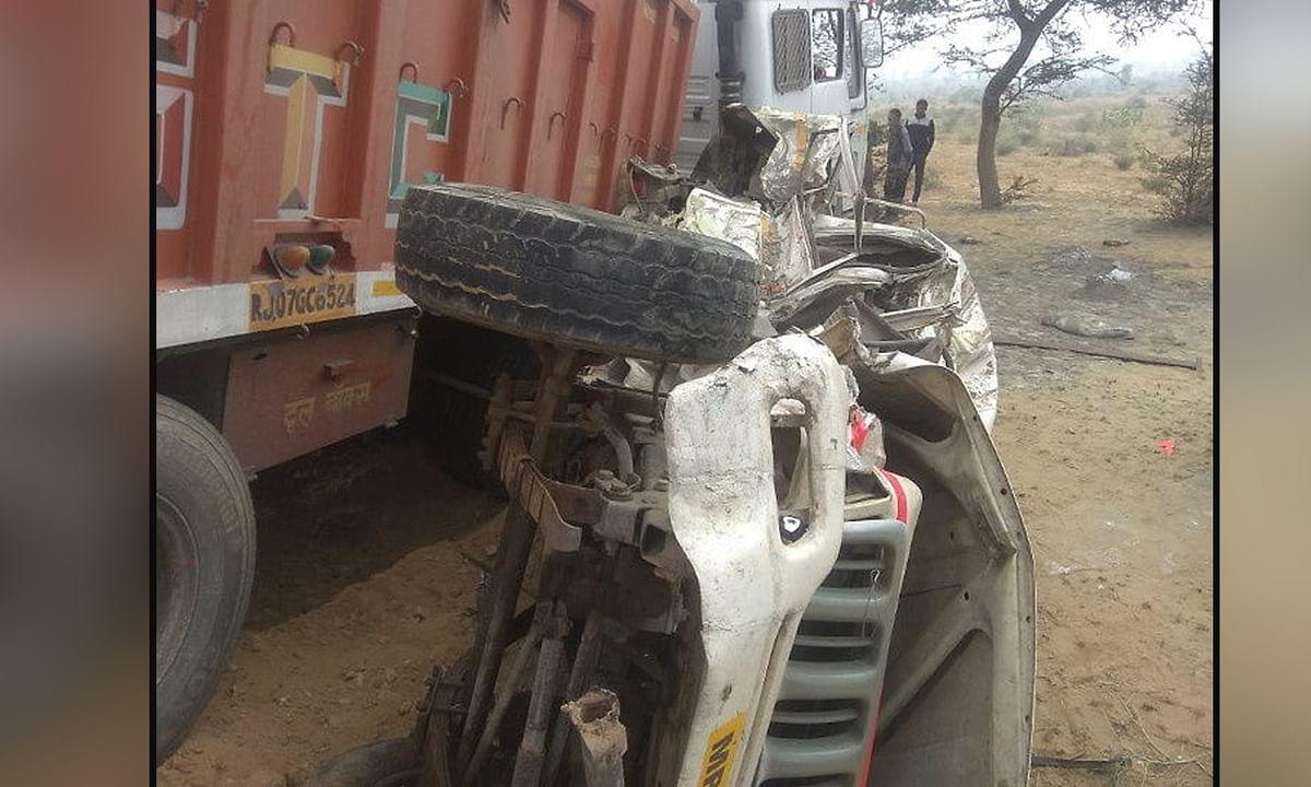 ट्रक और बोलेरो की जबरदस्त भिड़ंत में पांच की मौत, कई घायल