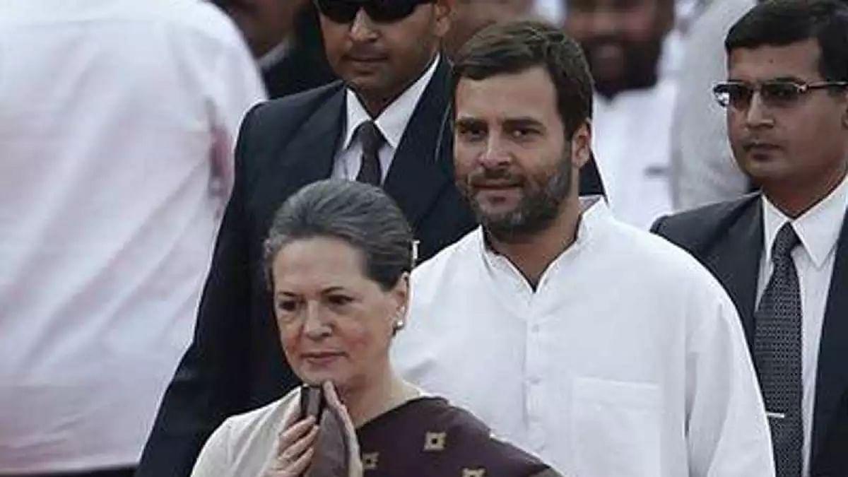 सोनिया-राहुल की SPG सुरक्षा हटाने पर संसद में हुआ हंगामा