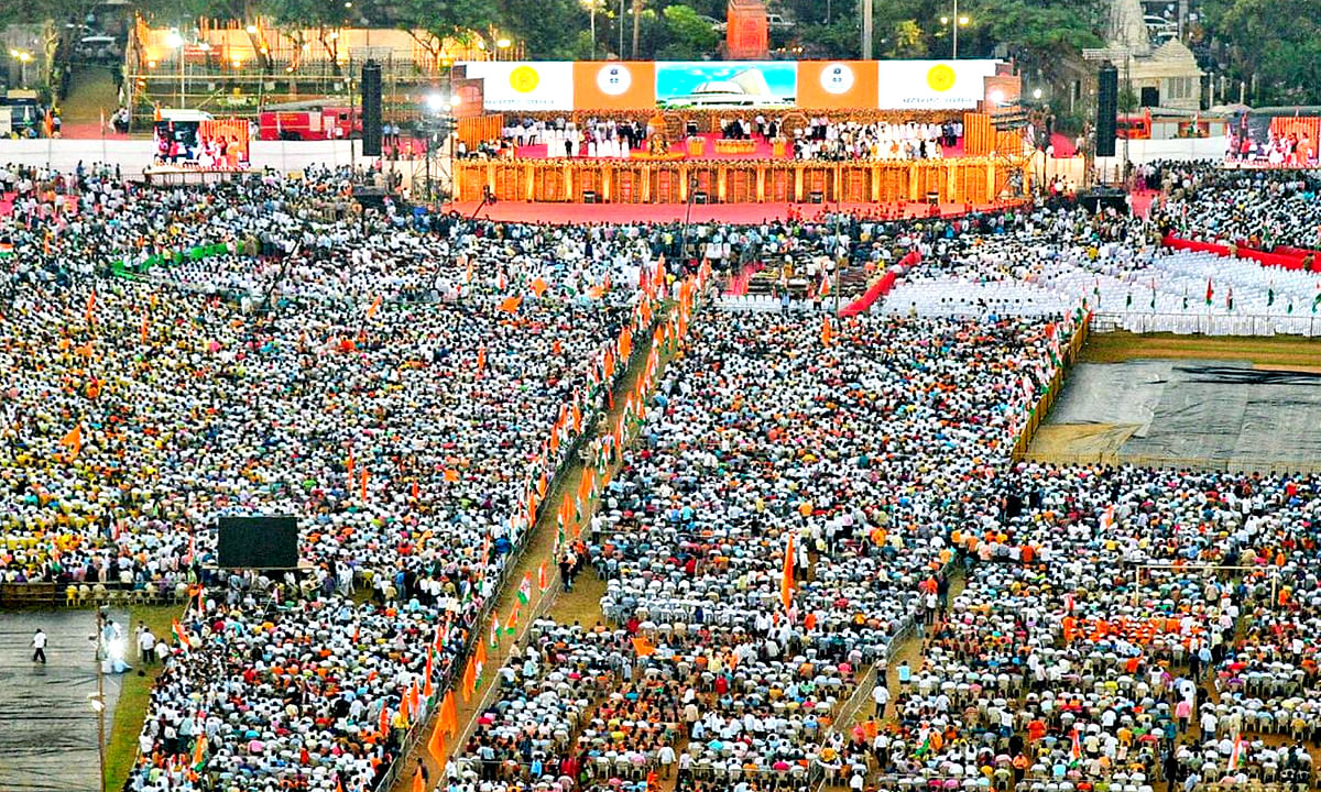 शिवाजी पार्क: शपथ समारोह में शामिल हुए ये दिग्गज नेता व हस्तियां