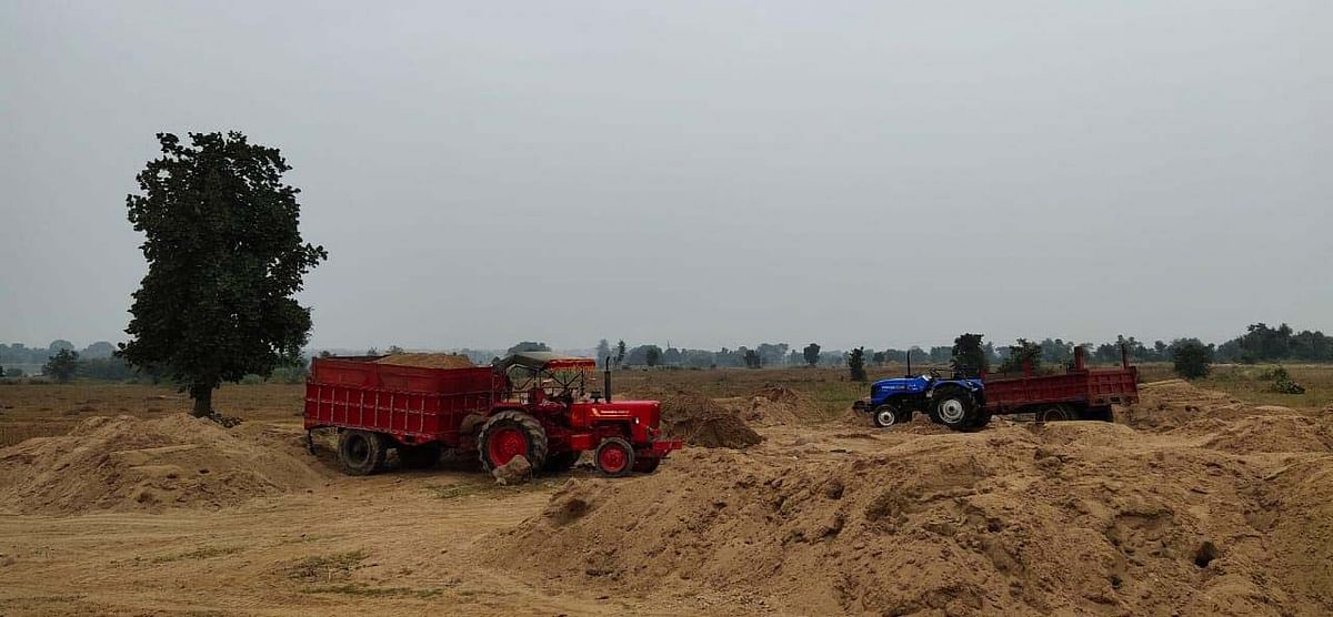 रेत का अवैध उत्खनन और परिवहन