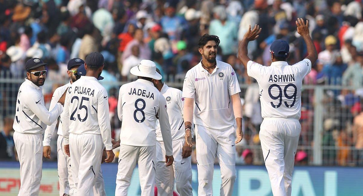 पिंक बॉल टेस्ट में भारतीय गेंदबाजों के आगे ढेर हुए बांग्लादेशी