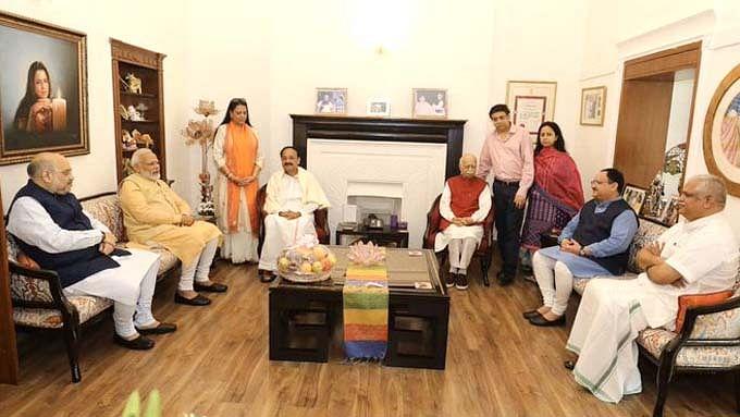 आडवाणी से मिलने उनके आवास पहुंचे PM मोदी