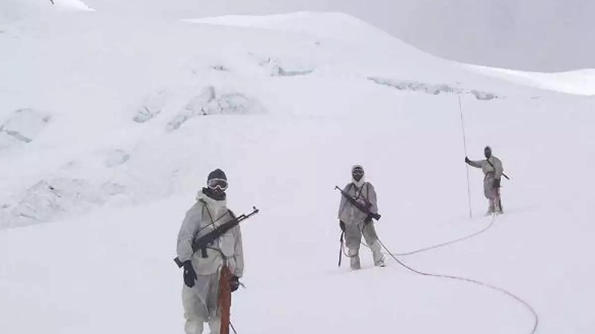 सियाचिन में हिमस्खलन की चपेट में