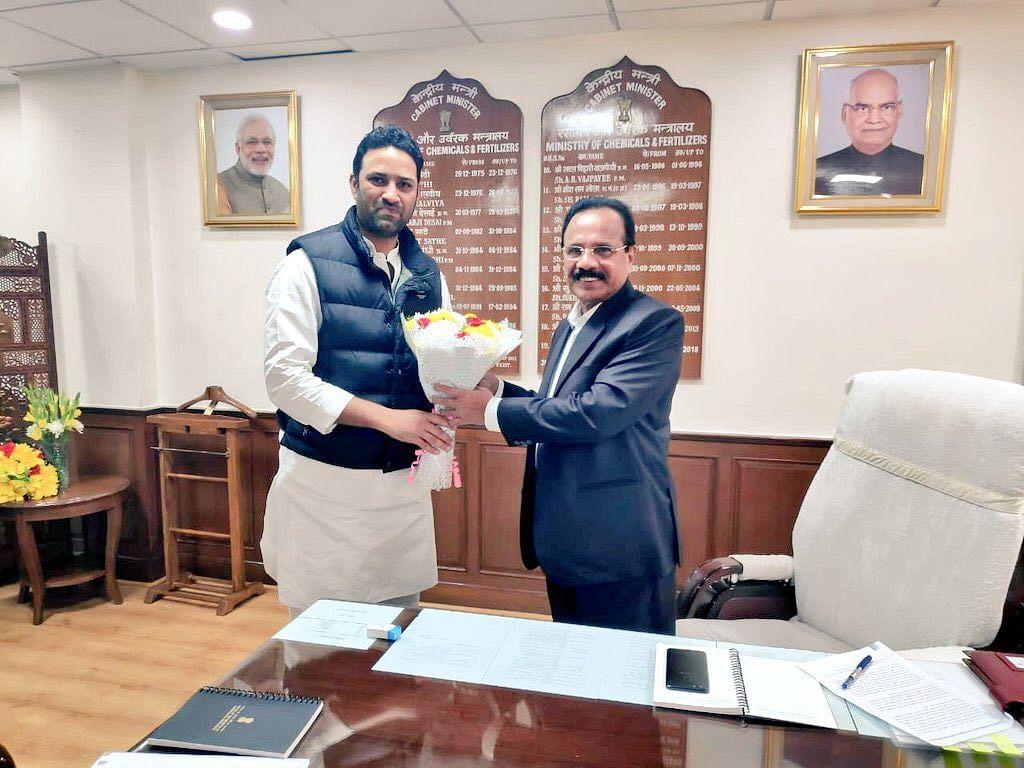 सचिन यादव ने केंद्रीय उर्वरक मंत्री सदानंद गौड़ा से की मुलाकात
