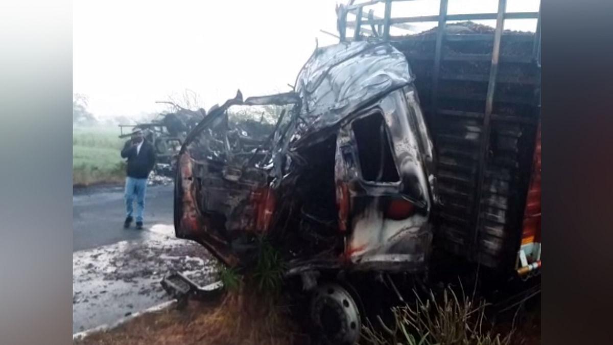 ट्रकों की भिड़ंत में किसान जिन्दा जले