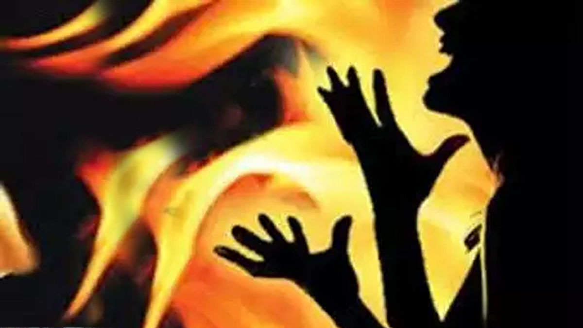 छेड़छाड़ से परेशान युवती ने किया आत्मदाह का प्रयास, मनचला भी झुलसा