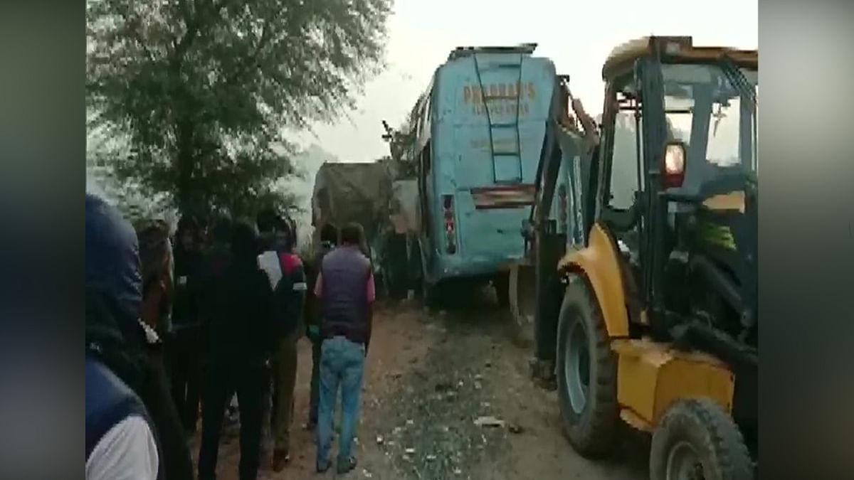 बायपास पर ट्रक और बस की जोरदार भिड़ंत में 15 मरे, कई घायल