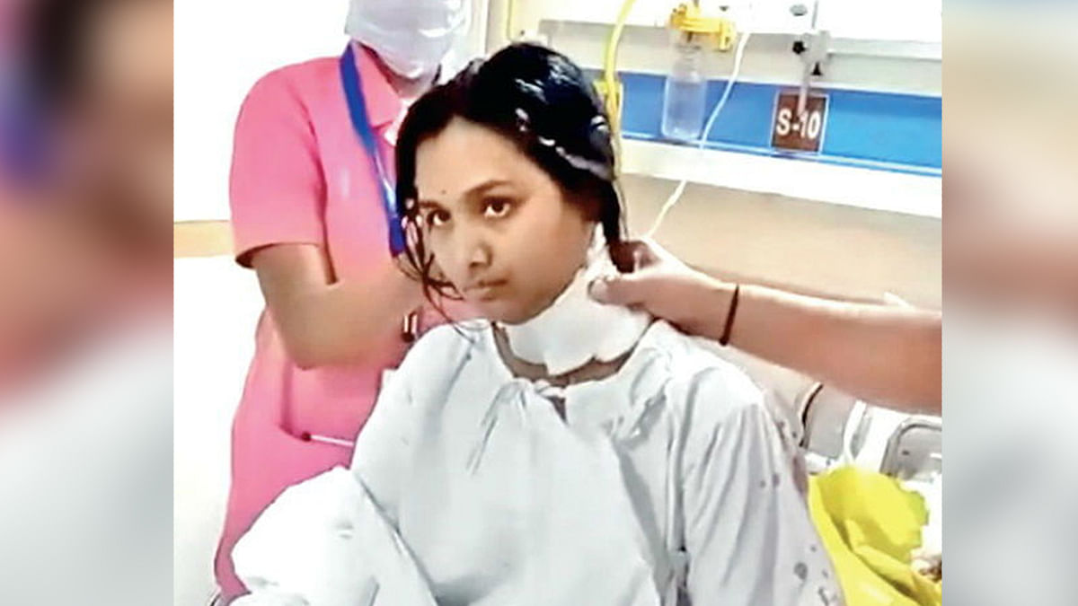 चैन लूटने महिला को मारा कटर, स्कूली बच्चे ने बचायी जान