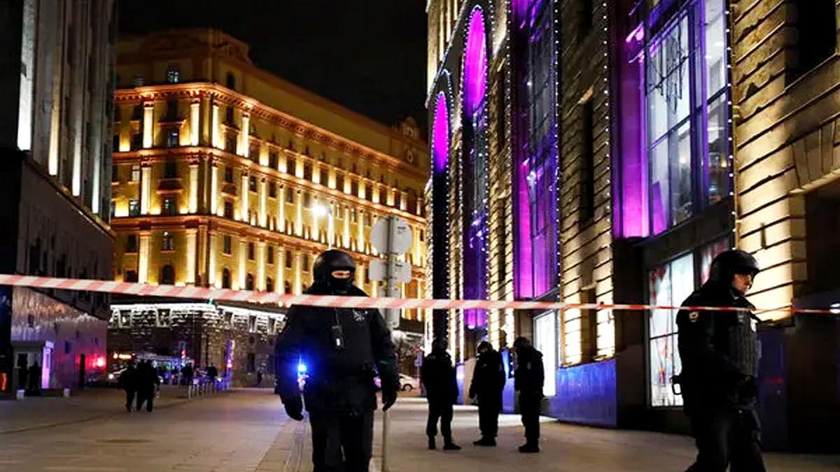 रूस में मुख्य सुरक्षा एजेंसी FSB मुख्यालय पर अंधाधुंध फायरिंग