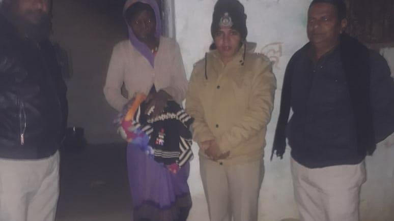 सिंहपुर थाना में तैनात महिला थाना प्रभारी ने दिखाई मानवता