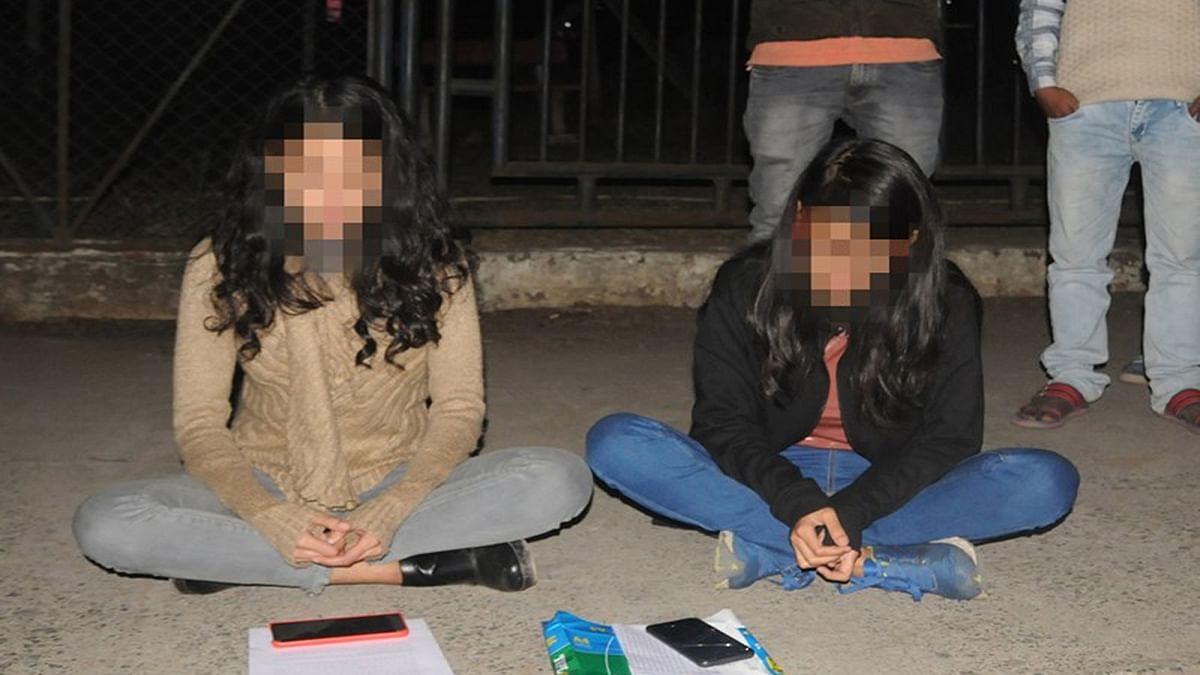 MCU छात्रायें फिर बैठीं धरने पर : परीक्षा से वंचित करने का मामला
