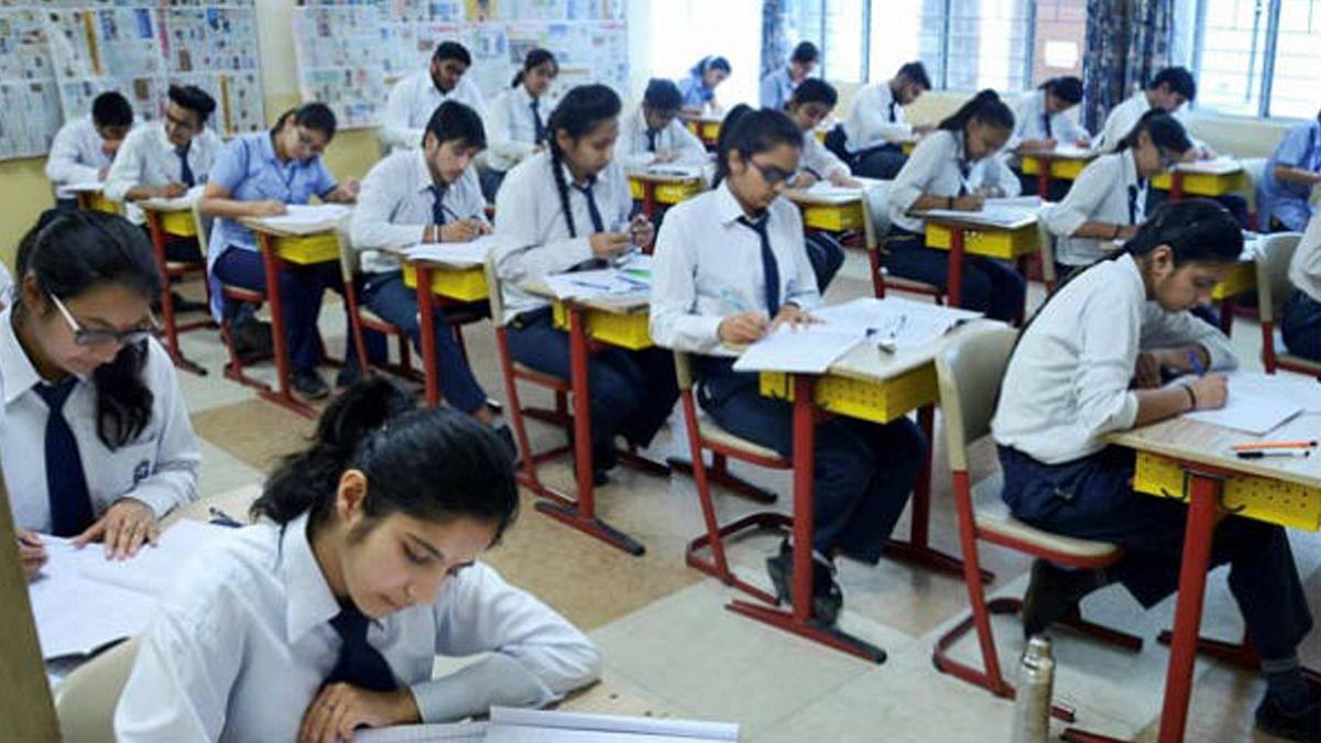 शिक्षा विभाग की बड़ी चूक, किताब में गांधीजी को बताया 'कुबुद्धि'