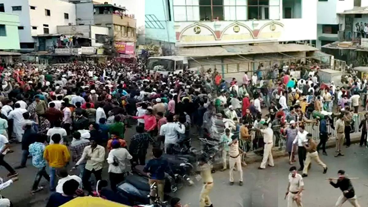 गुजरात में प्रदर्शनकारियों ने पुलिसकर्मियों पर बरसाए पत्थर