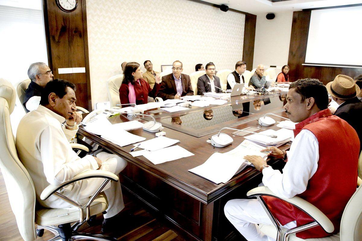 मुख्यमंत्री कमलनाथ ने आदिम जाति कल्याण विभाग की समीक्षा बैठक ली