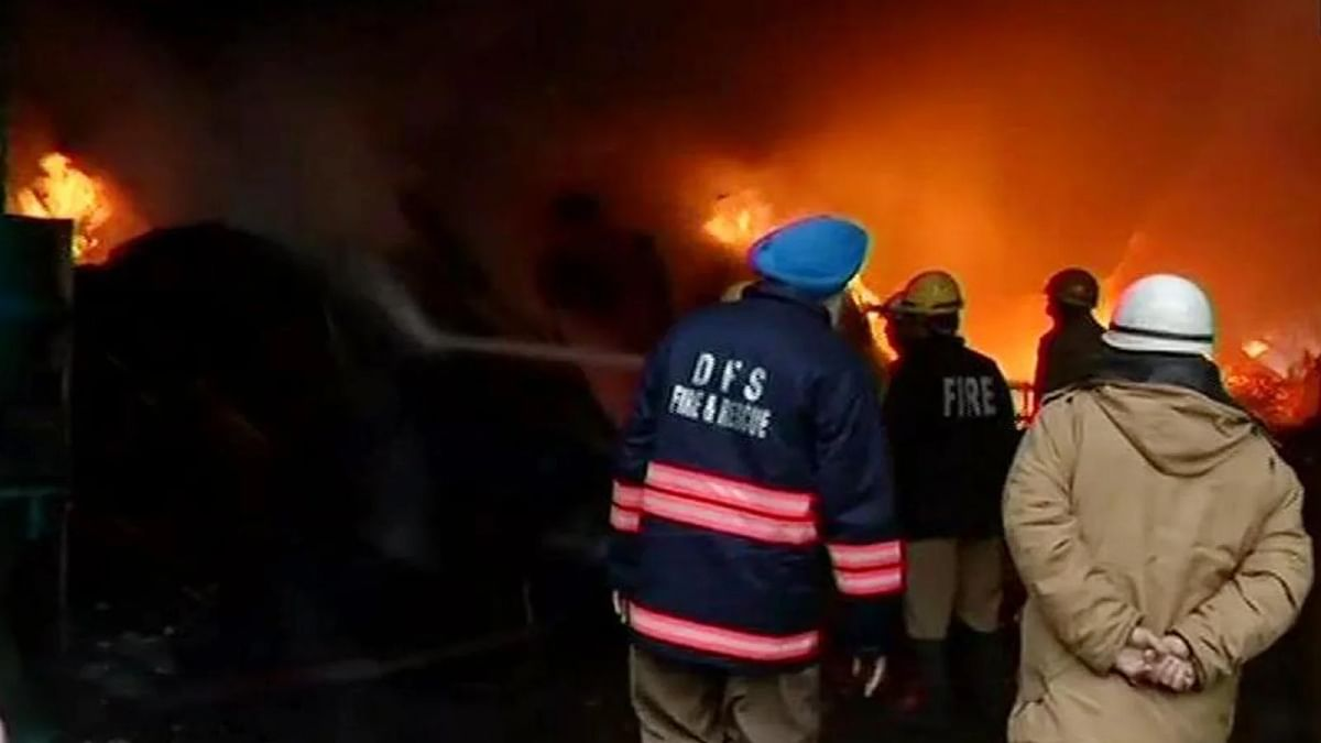 दिल्ली : हफ्ते भर में दूसरी बार आग ने मचाया कोहराम