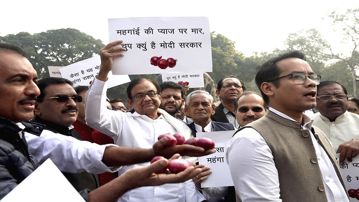 P. Chidambaram Protested on Rising Prices of Onions