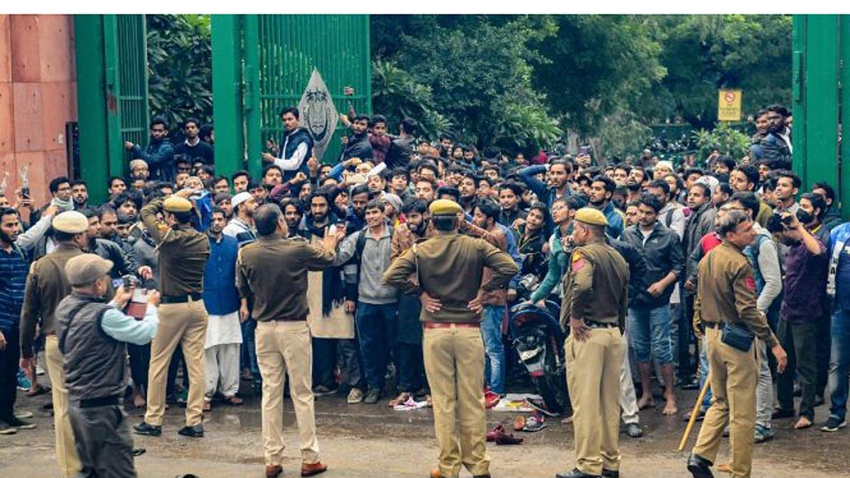 दिल्ली पुलिस ने स्वीकारा, जामिया के प्रदर्शन में हुई थी फायरिंग