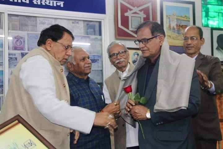 जनसम्पर्क मंत्री ने पत्रकारिता के दिग्गजों को किया सम्मानित