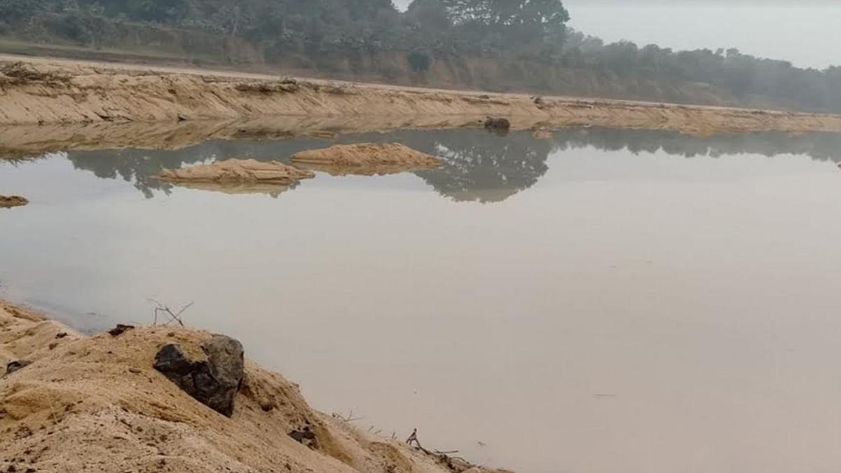 तो क्या ठेकेदार नदी में रेत की जगह राख ढूंढेगा
