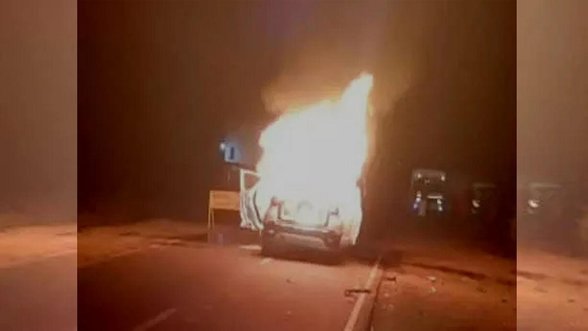 वाहनों में लगी आग